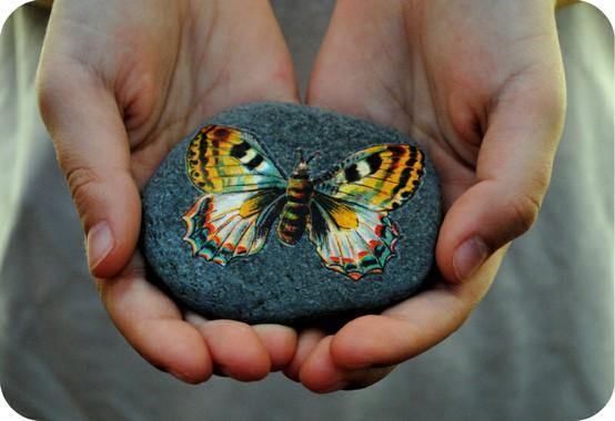 C mo pintar piedras de r o la escuela del bosque for Pintura para pintar piedra natural